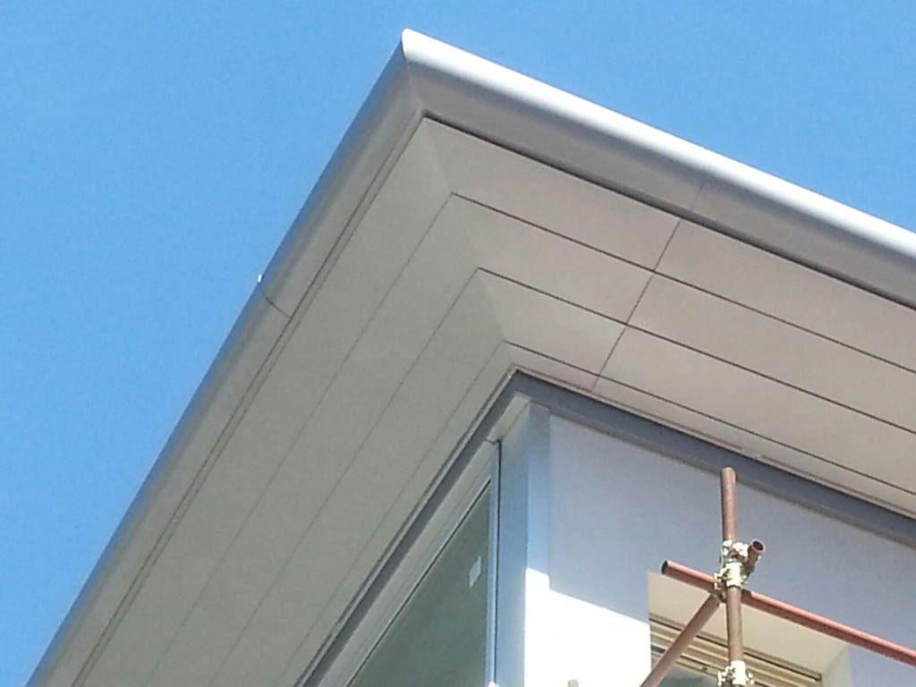 realizziamo elementi per tetti con materiali di lattoneria