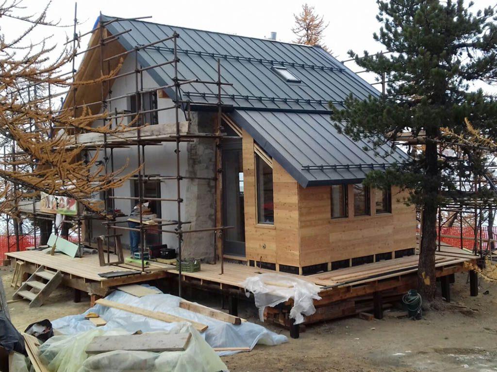 realizziamo tetti con materiali di lattoneria