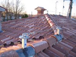 installiamo linee vita per sistemi di ancoraggio per tetti in coppi