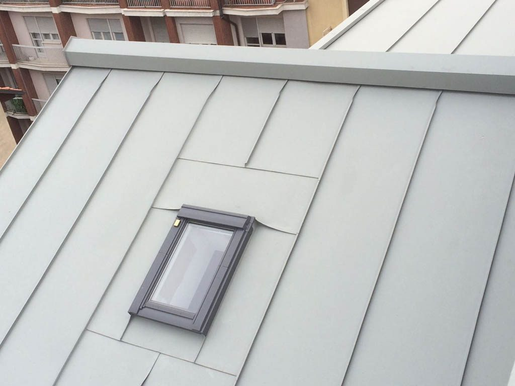 realizziamo pannelli per tetti con materiali di lattoneria